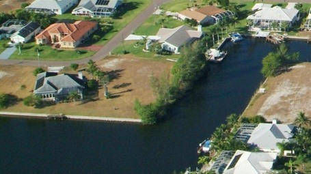 Picture link to freshwater lots for sale in the North of Cape Coral from $35,000