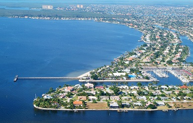 Picture showing the Cape Coral Pier at the South Tip by the open water