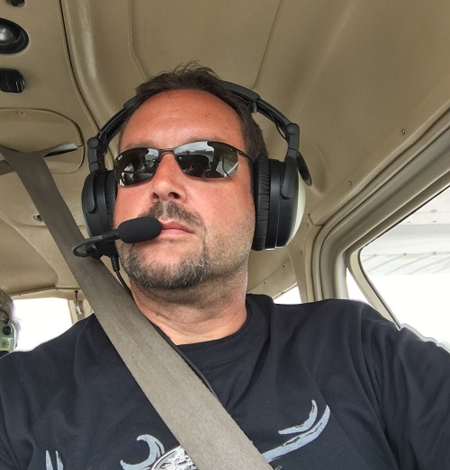 Picture showing Markus Hartwich navigating a Cessna