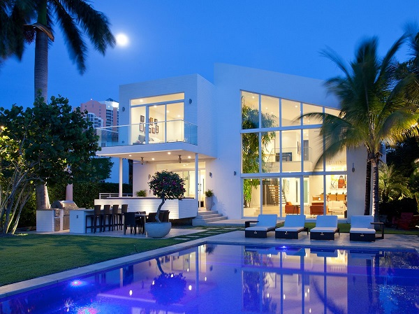 Picture of a contemporary luxury home