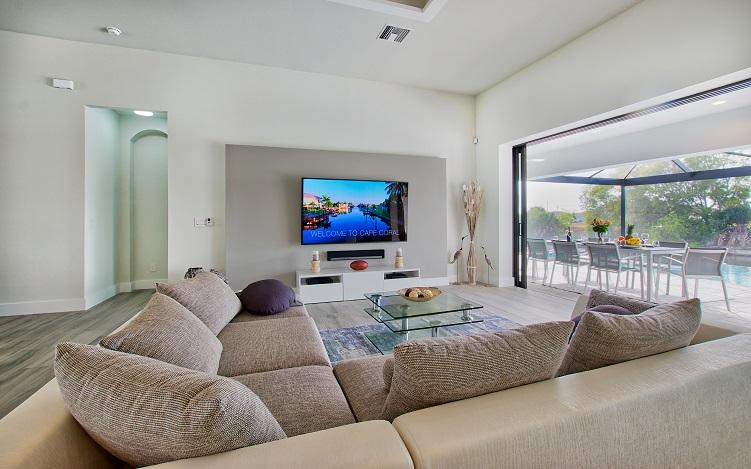 Bild mit Blick auf den Wohnzimmerbereich des Neubaumodells Beach Cove