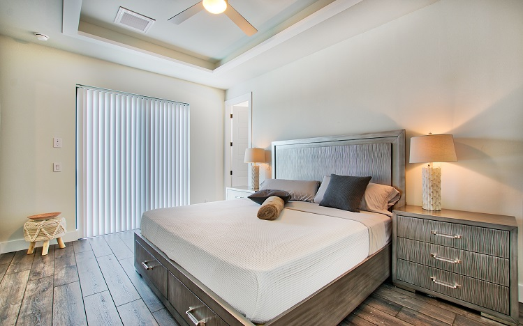 Bild mit Blick auf das Gästeschlafzimmer 2 des Neubaumodells Beach Cove