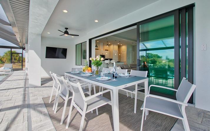 Bild 2 mit Blick auf die Terrasse des Neubaumodells Beach Cove