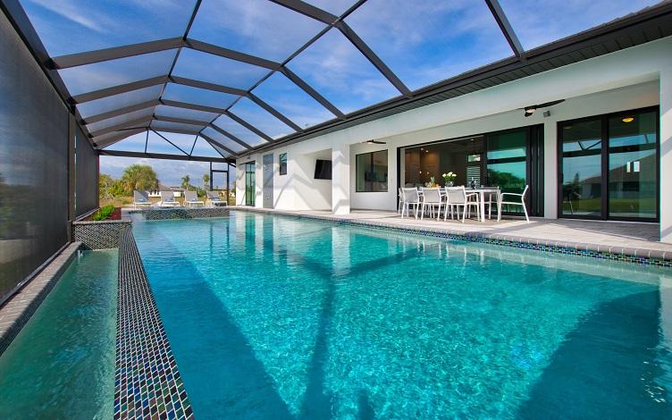 Bild mit Blick auf den Pool des Neubaumodells Beach Cove