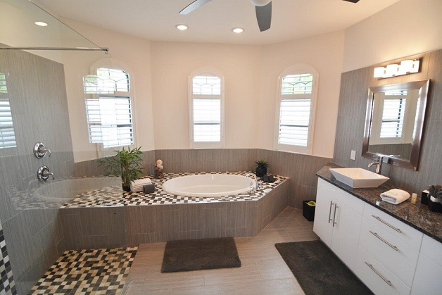 Picture of the New Construction Model Coral Laguna 2 showing the master bathroom