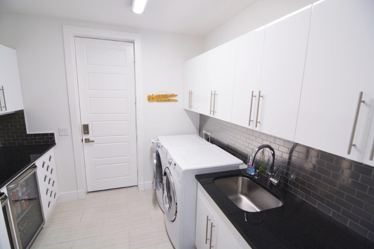 Picture of the New Construction Model Coral Laguna 2 showing the laundry