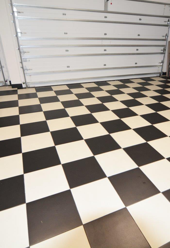 Picture of the New Construction Model Coral Laguna 2 showing the garage floor tile in a chess pattern