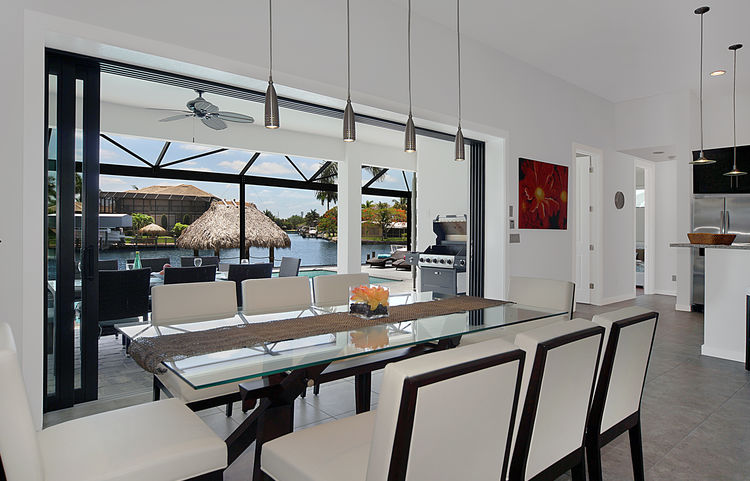 Picture of the New Construction Model Gulf Gateway 2 showing the dining area overlooking the terrasse