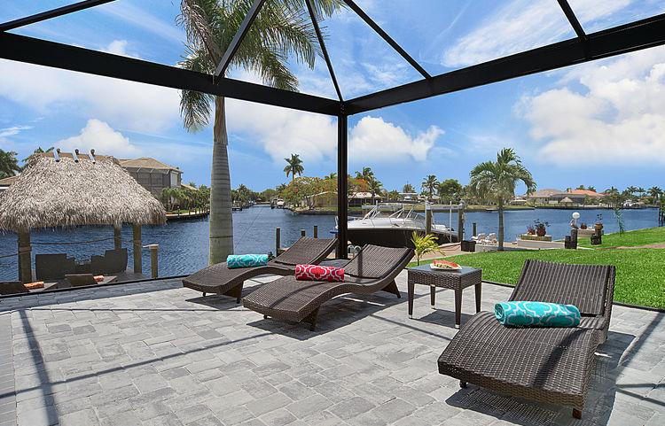 Bild des Neubaumodells Gulf Gateway 2 mit Blick auf die Liegefläche am Pool