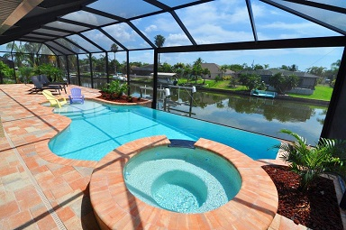 Haus bauen in Cape Coral Modell Coral Laguna 1 Pool Blick Kanal