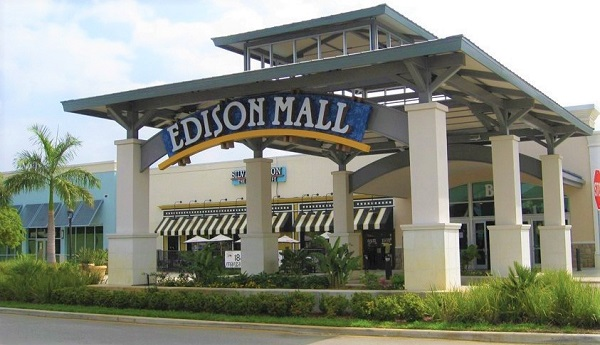 Picture showing the entrance at Edison Mall