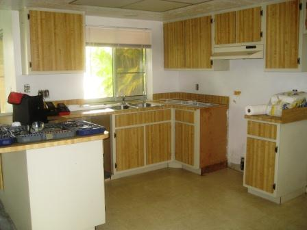 Picture of the kitchen before renovation
